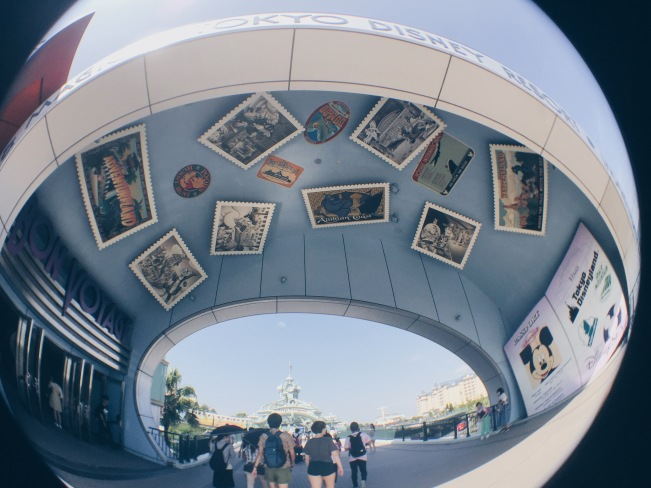 Japan, Tokyo Disneyland - Entrance - helloteri