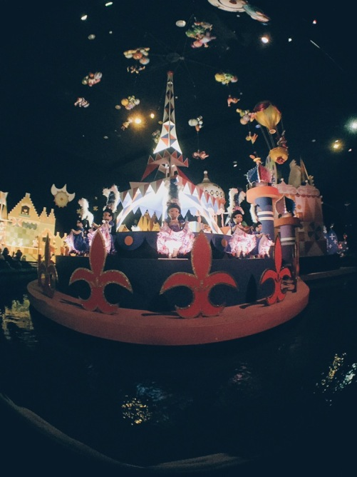 Japan, Tokyo Disneyland - It's a Small World with Olloclip - helloteri