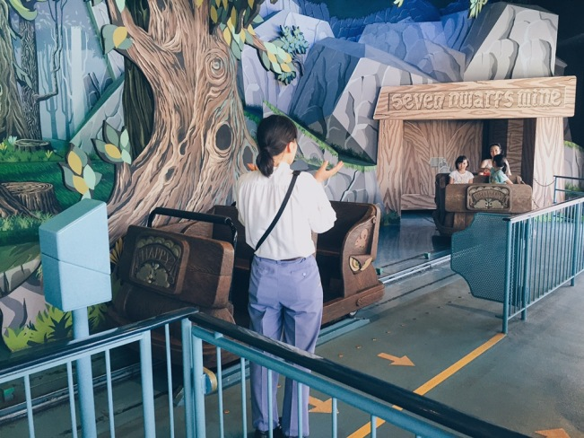 Japan, Tokyo Disneyland - Snow White's Adventure - helloteri