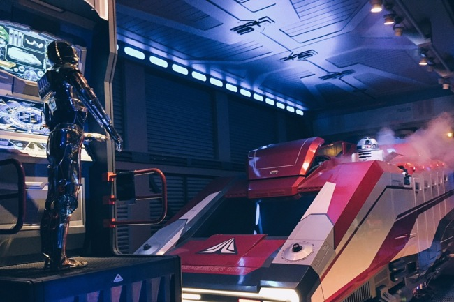 Japan, Tokyo Disneyland - Star Tours C3PO and R2D2 - helloteri