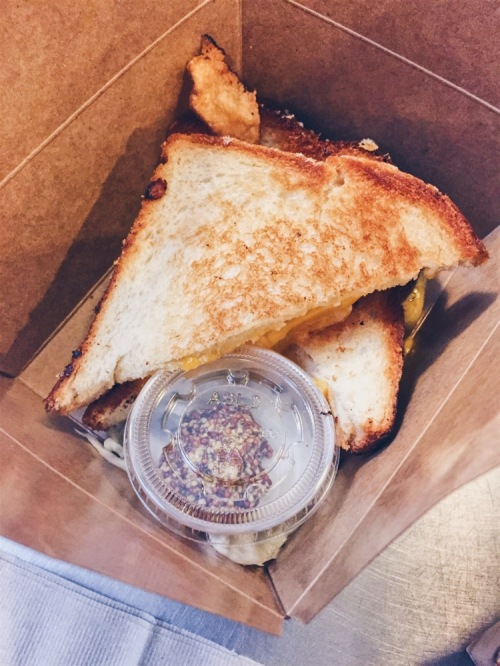 Los Angeles, USA - Grand Central Market - DTLA Cheese - Grilled Cheese Sandwich - helloteri