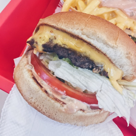 Los Angeles, USA - In N Out - Cheeseburger - helloteri